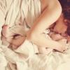 Домашняя фотосессия для мамы и новорожденной дочки